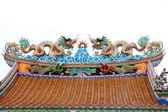 Скульптура дракона на крыше Стоковое Фото