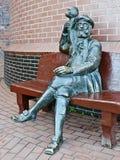 Скульптура старого шкипера с обезьяной. Рыбацкий поселок, Калининград, Россия Стоковая Фотография