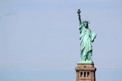 Скульптура статуи свободы, на острове свободы в середине Стоковые Фото