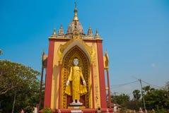 Скульптура 4 стоя Buddhas Bago Myanma Бирма стоковая фотография