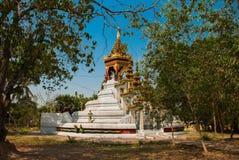 Скульптура 4 стоя Buddhas Bago Myanma Бирма стоковые изображения rf