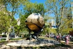 Скульптура сферы, поврежденная во время нападений 11-ое сентября в Нью-Йорке Стоковая Фотография RF
