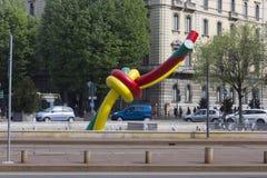 Скульптура узла гигантская в аркаде Cadorna милана Стоковое Изображение