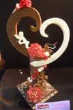 Скульптура шоколада на теме влюбленности стоковое фото