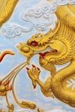 Китайский золотистый дракон Стоковое Изображение RF