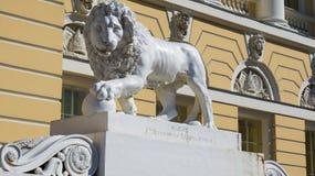 Скульптура льва в Sankt Petersbourg Стоковое Изображение RF