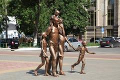 Скульптура veiw города Саранска республики России Мордовии семьи стоковая фотография rf