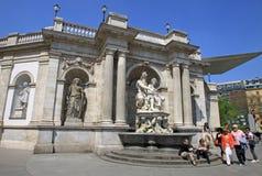 Скульптуры на музее Альбертины в Innere Stadt вены, Австрии Стоковые Изображения