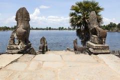Скульптуры на Srah Srang в Angkor Стоковые Изображения