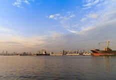 Склад на порте в вечере Стоковые Изображения RF