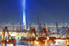 Склад порта с контейнерами и промышленными грузами Стоковое Изображение