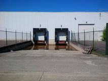 Склад с затопленными доками загрузки для тележек Стоковая Фотография RF