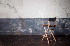 Складывая высокий стул на стене, винтажная предпосылка Стоковые Изображения RF