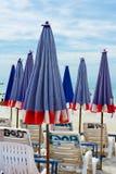 Складывая зонтик на пляже Стоковое фото RF