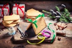 Складывая коттедж пряника для рождества Стоковые Фотографии RF