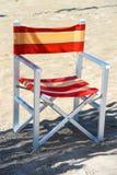 Складывая стул металла на пляже моря Стоковая Фотография RF