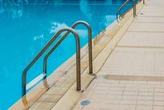 скложите заплывание вместе лестницы Стоковые Изображения