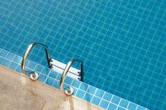 скложите заплывание вместе лестницы Стоковая Фотография