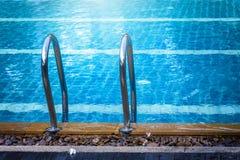 скложите заплывание вместе лестницы Стоковое фото RF