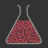 Склянка лаборатории заполненная с красными конфетами Стоковые Фото
