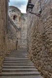 Славная деталь старинной улицы в испанском городке Gerona 29 05 Испания 2018 Стоковые Фото