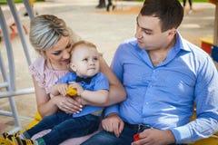 Славная семья идя в парк Стоковые Фото