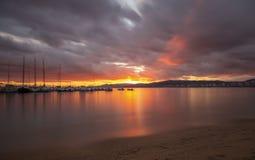 Славное изображение долгой выдержки от пляжа захода солнца в Каталонии, городке Palamos Brava Косты в Испании стоковое изображение rf
