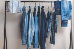 Славный ассортимент одежд джинсовой ткани Стоковая Фотография RF