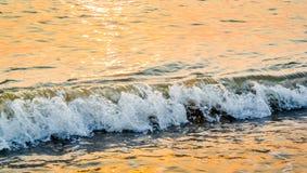 Славный брызгая прибой моря Стоковое Фото