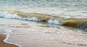 Славный брызгая прибой моря Стоковые Фото
