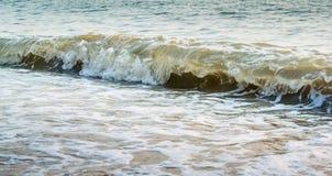 Славный брызгая прибой моря Стоковая Фотография