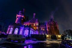 Славный взгляд Касы loma старый, винтажный замок на времени ночи приглашая, освещенном различными светами, предпосылка Стоковые Изображения