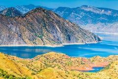 Славный взгляд резервуара Nurek в Таджикистане Стоковые Фотографии RF