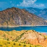 Славный взгляд резервуара Nurek в Таджикистане стоковые изображения rf