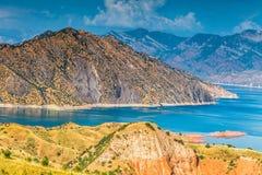 Славный взгляд резервуара Nurek в Таджикистане стоковые фото