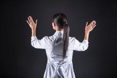 Славный женский ученый работая с современной технологией Стоковые Фото