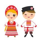 Славянский мальчик и девушка в красные sundress и белая рубашка с вышивкой, волосами заплели ребенка Kawaii оплеток в национально иллюстрация штока