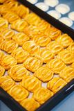 Сладкие десерты, печенья на таблице во время события Поставляя еду обслуживать гостей и участников во время массовых событий стоковое фото rf