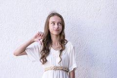 Сладостная модель в милом платье стоковая фотография rf