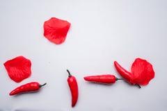 Сладостное kapi красного перца, 3 перца на белом деревянном столе, перце, chile, изолированных чилях, горячий, красный, пряный, ц Стоковые Изображения
