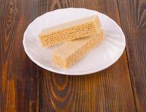 Сладостные бельгийские waffles для завтрака, на деревянной плите Стоковые Фотографии RF