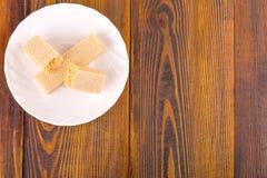 Сладостные бельгийские waffles для завтрака, на деревянной плите Стоковая Фотография
