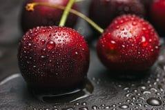 Сладостные вишни с росой Стоковые Изображения RF