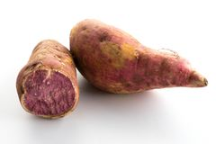 сладостные фиолетовые картошки на белизне Стоковое фото RF