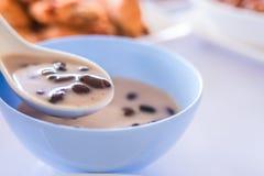 Сладостный липкий рис & черные фасоли в молоке кокоса Стоковые Фото