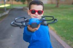 Сладостный мальчик делая selfie используя трутня Стоковое фото RF