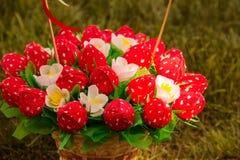 Сладостный съестной букет помадок в форме клубник handmade Подарок на день ` s валентинки St стоковые фото