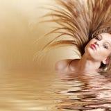 слегка ударять женщину волос сексуальную Стоковая Фотография RF