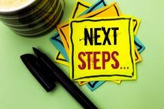 Следующие шаги сочинительства текста почерка План стратегии движений смысла концепции следовать дает директиву направлений написа Стоковое фото RF