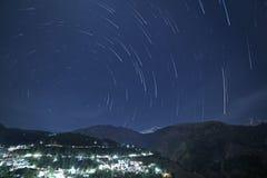 Следы звезды над гималайскими горами стоковые фотографии rf